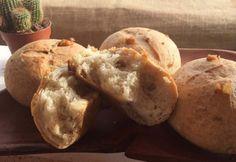 Receta para hacer Pancitos con Chicharrones | Recetasargentinas.net ! Argentine Recipes, Pain Pizza, Argentina Food, Bread Recipes, Cooking Recipes, Pan Dulce, Sandwiches, Baking, Breads