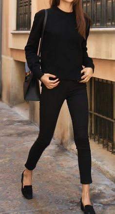 Minimal trends | Fall all-black outfit http://spotpopfashion.com/d4av