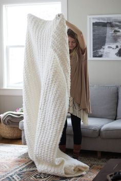 [Free Pattern] Outrageously Cozy Chunky Blanket To Snuggle Up With - Knit And Crochet Daily