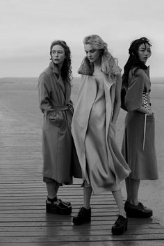 "parkerfitzgerald: "" "" Raquel, Caroline and Fei Fei in Playing It Cool Annie Leibovitz for Vogue US September 2014 "" This is a momentous occasion - a photo by Annie Leibovitz that's not a personal snapshot and not from 20 years ago that. Foto Fashion, Estilo Fashion, Fashion Shoot, Editorial Fashion, High Fashion, Winter Fashion, Annie Leibovitz, Look Casual, Casual Chic"