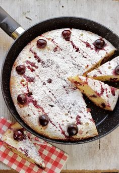 Spend your time with great hobbies Skillet Cake, Skillet Meals, Sweet Recipes, Cake Recipes, Dessert Recipes, Sweet Corner, Pie Dessert, Just Desserts, Food Pictures