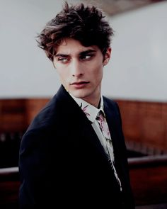 Noah Sorin is a genius who is sent to the Elite high scho… Beautiful Boys, Pretty Boys, Skam Cast, Male Vampire, Maxence Danet Fauvel, Face Claims, Cute Guys, Character Inspiration, Brown Hair