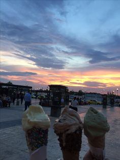 #gelateriaEmilia #icecream #sunset #family