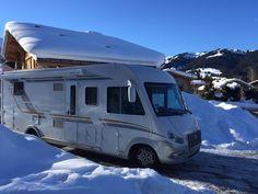 Les vacances de #Février sont dans moins d'un mois ⛄☀ Pour une session ski/snow entre amis ou en famille, partez en camping-car, van ou fourgon aménagé avec JeLoueMonCampingCar.com Motorhome, Recreational Vehicles, Skiing, Rv, Vans, Ideas, Van Camping, Vacation, Travel