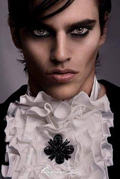 Modelo: Carlos Make-up:Carmen Montoro Estilismo: VRL Collection halloween makeup vampire boy - Halloween Makeup Halloween Men, Halloween Makeup Looks, Creepy Halloween, Halloween Costumes, Make Up Looks, Steampunk Make Up, Maquillage Halloween Vampire, Make Up Guide, Male Vampire