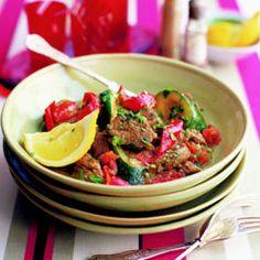 Tajine mit Lamm, Zucchini, Paprika und Minze Zucchini, Beef, Treats, Food, Tagine Recipes, Chef Recipes, Eggplants, Red Peppers, Preserved Lemons