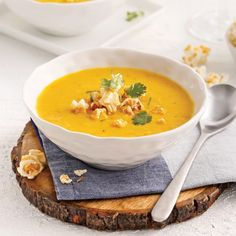 Corn and squash soup - Recipes Easy & Healthy Squash Soup Recipe Easy, Easy Soup Recipes, Home Recipes, Easy Healthy Recipes, Easy Meals, Lasagna Bolognese, Curry, Food Porn, Vegetarian