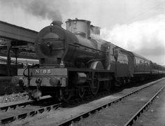 GNRI 85 V Class Dundalk 10/6/1957 Old Steam Train, Steam Locomotive, Diesel Engine, Ireland Travel, Buses, Old Photos, Trains, Irish, Engineering