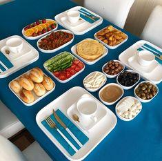 Breakfast Presentation, Food Presentation, Best Sandwich Recipes, Snacks Dishes, Cookout Food, Snap Food, Food Decoration, Food Platters, Cafe Food