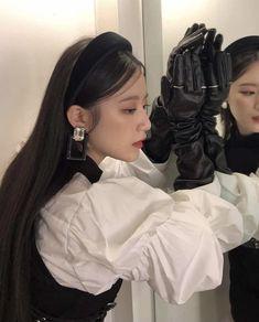 Kpop Girl Groups, Kpop Girls, Vintage Princess, Ulzzang Korean Girl, Pretty Asian, Soyeon, Mode Vintage, Girl Crushes, Gossip Girl