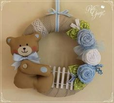 Sweet little Bear Felt Wreath, Fabric Wreath, Burlap Wreath, Baby Crafts, Felt Crafts, Felt Toys, Deco Mesh Wreaths, Baby Decor, New Baby Products