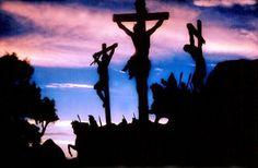 FRATERNIDADE  O Caminho:  Enquanto estava na cruz, Jesus sentiu a indignida...