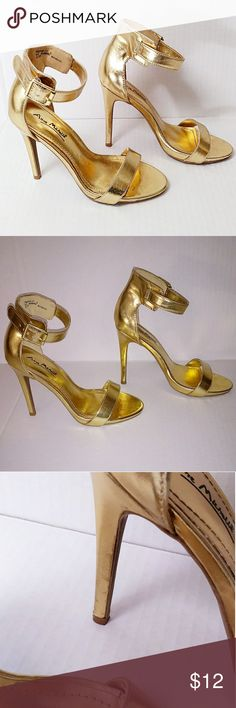 GOLD ANKLE STRAP HEELS SANDALS Very beautiful heels Size 6 Worn a few times  Some straches  Still very pretty and wearable ♥️😊 Shoes