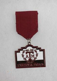 Texas A&M Aggie Moms Club's 2015 Fiesta MedalAward: Third place, alumni/booster groups Photo: Juanito M Garza, San Antonio Express-News / San Antonio Express-News