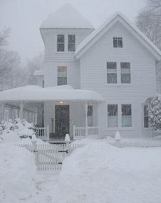This is a farmhouse under a blanket of snow, and it's still snowing! - photo via mistymorrning on imgfave.com