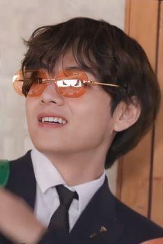 Daegu, Foto Bts, V Bts Wallpaper, Wallpaper Quotes, Kim Taehyung, Bts Playlist, Bts Korea, I Love Bts, Bts Pictures