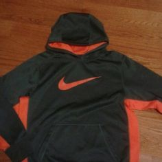 Nike therma-fit Orange and gray nike therma fit with netted hoodie size L In boys Nike Sweaters