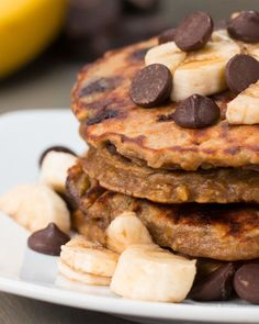 INGREDIENTS2 bananas2 eggs¼ cup peanut butter½ cup oats¼ cup dark chocolate chips¼ teaspoon saltPREPARATION1. Mash bananas in a large bowl until smooth. Mix in eggs and peanut butter until well combined, then mix in remaining ingredients. 2. Heat a skillet to medium and add in a scoop of the pancake batter. Smooth out to form an even layer. Cook for about 2-3 minutes until you start to see bubbles releasing from the top of the batter. Flip and cook until the other side is golden brown…