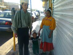 "Luv this! In the state of Chihuahua, Mexico, mixed family==> Mennonite man, Tarahumara Native Indian woman and their son:)))).....""Familia linda Menonita con Tarahumara en las calles de Cuahutemoc. TIERRA DE LAS 3 CULTURAS EN UNA FAMILIA!"""