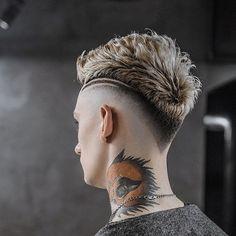 15 Popular Haircuts For Men - Hairstyles Hair Ideas, Cut And Colour Inspiration Popular Haircuts, Cool Haircuts, Haircuts For Men, Hair And Beard Styles, Curly Hair Styles, Haare Tattoo Designs, Haircut Designs For Men, Mens Hair Designs, Mohawk Hairstyles Men