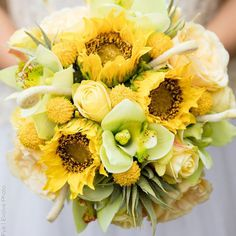 Planning A Fantastic Flower Wedding Bouquet – Bridezilla Flowers Sunflowers With Roses, Flowers For You, Diy Flowers, Flower Bouquet Diy, Sunflower Bouquets, Rose Bouquet, Fall Floral Arrangements, Artificial Flower Arrangements, Artificial Flowers