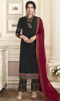 Perfect as a party wear, this black color georgette embroidered suit. You can see some fascinating patterns done with floral patch, lace and resham work. Ladies Salwar Kameez, Pakistani Salwar Kameez, Salwar Kameez Online, Pakistani Dresses, Indian Dresses, Sarara Dress, Embroidery Suits, Embroidery Works, Salwar Suits Party Wear