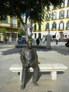 Escultura dedicada a Picasso na Praça de la Merced, Málaga, Espanha.  Fotografia: Llecco.