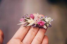 Barrette en fleurs séchées Barrettes, Floral, Flowers, Hair Makeup, Wedding Bouquet, Dried Flowers, Mom, Royal Icing Flowers, Flower