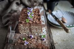 Layers of biscuits soaked in espresso with rich chocolate cream. This is my Mum& biscuit cake. Bakery Recipes, Dessert Recipes, Cooking Recipes, Yummy Treats, Delicious Desserts, Tea Biscuits, Biscuit Cake, Croatian Recipes, Chocolate Coffee
