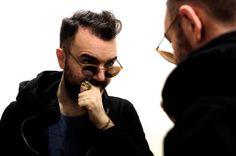 """Mattia Berto - Ator, Diretor e Diretor Artístico do Teatro Groggia em Veneza, citou: """"Eu trabalho neste campo, porque eu amo a vida, os encontros, os seres humanos. Talvez seja uma loucura estranha ou uma terapia ... Mas longa vida ao teatro! MODO – Modelo 664 – Light Orange Leve, moderno e tecnológico! #innovaoptical #modo #modoeyewear #design #sunglasses #oculosdesol #weselldesignforliving"""