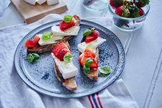 Bruchetta med jordbær og Castello Creamy White