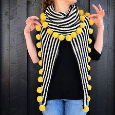 Ravelry: Pompomsjal / Pompom shawl pattern by Strikkelisa Crochet Ripple, Crochet Shawl, Crochet Lace, Crochet Stitches, Knitted Poncho, Knitted Shawls, Crochet Scarves, Diy Scarf, How To Purl Knit