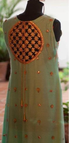 Lehenga gold zari zardozi indian weddings bride bridal wear www.weddingstoryz.com details love the gota!