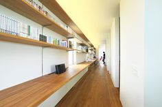 OH!+House+/+Takeru+Shoji+Architects  /39 foot long bookshelf
