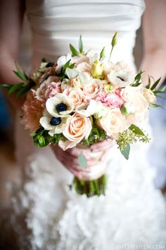 Le Magnifique: a wedding inspiration blog for the stylish bride // www.lemagnifiqueblog.com: Sunday Bouquet Inspiration #6