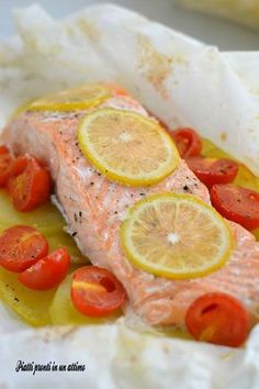 WW Papillote Salmon - Light Recipe - Main Course and Recipe - Seafood Recipes Meat Recipes, Seafood Recipes, Cooking Recipes, Healthy Recipes, Antipasto, Plats Weight Watchers, How To Cook Fish, Fish Dishes, Light Recipes