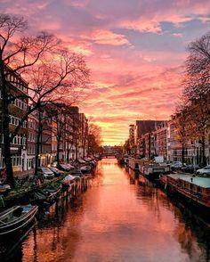 P o l i n a   П о л и н а (@polabur) Instagram photo 2016-11-23 17:26:06 Still can t believe how amazing yesterday s sunset was 🙏🏻✨#nofilter 💕 Так меня вчера встретил Амстердам 😌 #sunset #amsterdam