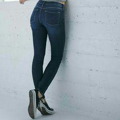 Denim skinny jeans BUY $20 TRADE $30 Amazing fit skinny jeans Jeans Skinny
