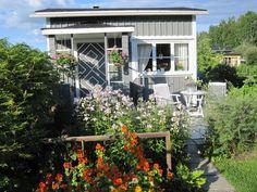 Garden Cottage, Cozy Cottage, Dream Garden, Garden Design, Garden Ideas, Have Fun, Shed, Outdoor Structures, Camping