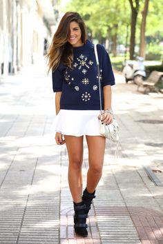 trendy_taste-look-outfit-street_style-ootd-blog-blogger-fashion_spain-moda_españa-sport_chic-isabel_marant-botines-booties-sudadera-pedrería-sweater-falda-skirt-blue-azul-trend-tendencia-bolso_plateado-silver-bag-12