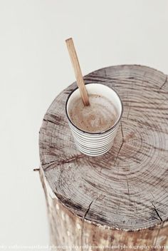 wood and hot chocolate Coffee Break, My Coffee, Coffee Time, Tea Time, Coffee Cups, Cabin Coffee, Latte, Wabi Sabi, Natural Materials