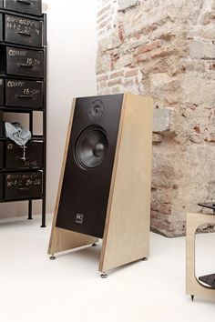 15 Stylish Speaker Stands Ideas for Modern Designs – My Life Spot Open Baffle Speakers, Hifi Speakers, Built In Speakers, Hifi Audio, Portable Speakers, Speaker Box Design, Audio Design, Custom Pc, Radios