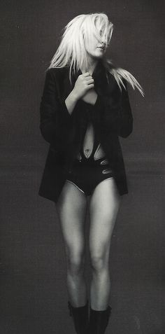 Ellie Goulding - yeah, so uhh, if I could please have her legs, that'd be great..
