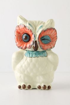 What a charmingly sweet owl cookie jar! I'd pop into the kitchen not to grab a biscuit, but to sneak a peak at this cutie pie! :) #owl #cookie_jar #home #house #vintage #cute #birds #decor #kitchen #containers