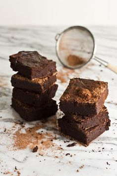 Hummingbird High: Flourless Mocha Brownies **For sugar free, replace the maple syrup with rice syrup Sugar Free Deserts, Sugar Free Recipes, Baking Recipes, Dessert Recipes, Cookbook Recipes, Baking Ideas, Easy Recipes, Nutella Brownies, Healthy Brownies