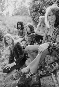 """Yes' Steve Howe on Rock Hall Honor: 'I Don't Regret the Wait' """"There's been decades of anticipation,"""" says Yes' Steve Howe of his band's Rock and Roll Hall of Fame induction. Music Pics, Music Images, Music Stuff, Pink Floyd, Chris Squire, Alan White, Steve Howe, Psychedelic Bands, Yes Band"""