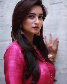 So Beautiful Shivani Surve Beautiful Girl Image, Beautiful Women, Shivani Surve, Kurta Designs Women, Saree Look, Beautiful Indian Actress, India Beauty, Indian Girls, Indian Actresses
