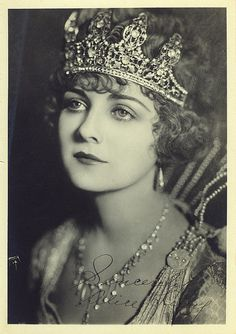 Alice Terry,  American film actress who began her career during the silent film era, appearing in thirty-nine films between 1916 and 1933.