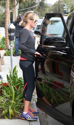 Reese Witherspoon - Reese Witherspoon and Jim Toth Leave the Gym