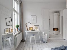 chambre scandinave adulte avec bureau domicile et pole rtro en arrire plan - Chambre Scandinave Blanche